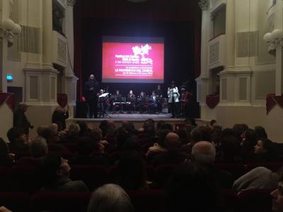 Sul palco le scuole di Bastia Umbra e Foligno: in sincrono, con immagini di cortometraggi di animazione