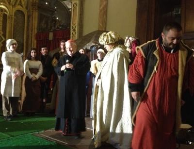 L'arrivo dei Re Magi in Cattedrale. Card. Bassetti a famiglie presenti: «Siete il cardine della società e della Chiesa…