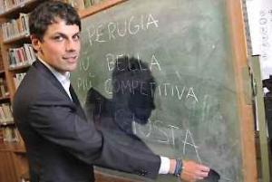 Amministrative: lo scrutino va avanti; in vantaggio netto Andrea Romizi