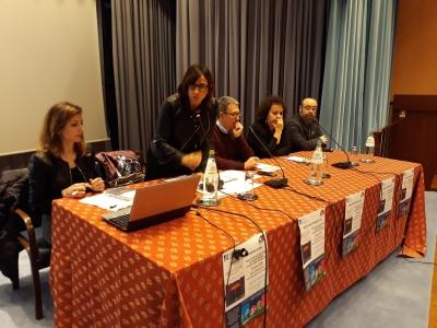 Assistenti sociali e giornalisti:  percorso per raccontare il cuore della professione. Il Croas: «Servono le giuste competenze per parlare delle relazioni che abbiamo con le persone»